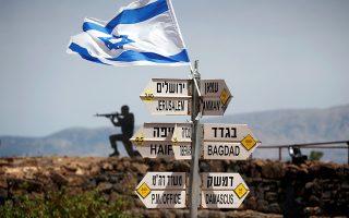 Σκοπιά  Ισραηλινών στρατιωτών στο όρος Μπεντάλ, στο κατεχόμενο από το Ισραήλ τμήμα των Υψωμάτων του Γκολάν, πάνω από τη συριακή πόλη Κουνέιτρα.