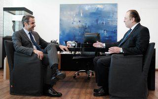 Ο Κυριάκος Μητσοτάκης με τον προερχόμενο από τους ΑΝΕΛ ανεξάρτητο βουλευτή Γιώργο Λαζαρίδη, ο οποίος εντάχθηκε στην Κ.Ο. της Ν.Δ.