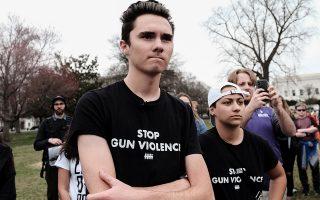 Ο Ντέιβιντ Χογκ και η Εμα Γκονζάλεθ, μαθητές του γυμνασίου Πάρκλαντ, συμμετείχαν σε διαδήλωση υπέρ αυστηρών έλεγχων των όπλων.