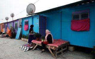 Οι αιτούντες άσυλο και οι αναγνωρισμένοι πρόσφυγες στην Ελλάδα φτάνουν τις 70.000-75.000, εκτιμά το υπ. Μεταναστευτικής Πολιτικής.