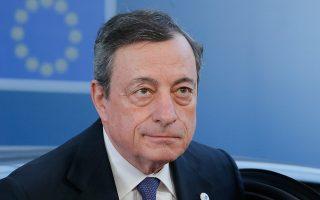 Μιλώντας σε συνέδριο στη Φρανκφούρτη, ο πρόεδρος της ΕΚΤ Μάριο Ντράγκι απάντησε στις διαμαρτυρίες των τραπεζών της Ευρωζώνης, που έχουν δει την κερδοφορία τους να πλήττεται καίρια εξαιτίας των αρνητικών επιτοκίων (φωτ. αρχείου).