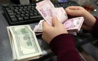 H τουρκική κυβέρνηση στερεί τη ρευστότητα που απαιτείται για τις πωλήσεις τουρκικών λιρών, απαγορεύοντας στις τράπεζες, ακόμα και με απειλές, να δανείζουν τουρκικές λίρες.