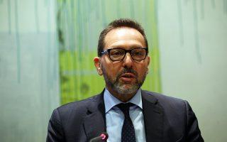 Ο διοικητής της ΤτΕ Γ. Στουρνάρας απέδωσε ευθύνες και στους εταίρους, που καθυστέρησαν να προχωρήσουν στα μέτρα ελάφρυνσης χρέους.