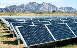 Σχέδια για φωτοβολταϊκά πάρκα που έχουν ενταχθεί στο καθεστώς fast track από το 2011 και το 2012 παραμένουν σε αδράνεια, είτε λόγω έλλειψης των απαιτούμενων κεφαλαίων είτε λόγω αλλαγής επενδυτικών στόχων.