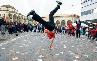 Το break dance, χορός που έρχεται από τη δεκαετία του '80, έκανε πρεμιέρα στους Ολυμπιακούς Αγώνες Νέων (Μπουένος Αϊρες) και οι ιθύνοντες διαπίστωσαν ότι διαθέτει μεγάλο κοινό, με αποτέλεσμα η γαλλική ομοσπονδία χορού να εισηγηθεί την ένταξή του και στο πρόγραμμα του 2024. AΠΕ