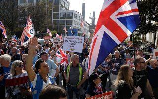 Ακτιβιστές υπέρ του Brexit διαδηλώνουν στο Λονδίνο, τελικό προορισμό της πορείας τους, που ξεκίνησε στις 19 Μαρτίου από το Σάντερλαντ της βορειοανατολικής Αγγλίας.