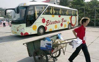Αν και οι αριθμοί είναι εντυπωσιακοί, η ηλεκτροκίνηση των οχημάτων βοηθάει στην αποφυγή μικρού ποσοστού των συνολικών ρύπων.