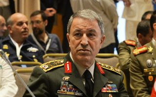 «Θέλουμε όλοι να γνωρίζουν ότι δεν θα επιτρέψουμε κανένα τετελεσμένο, δεν θα θυσιάσουμε το παραμικρό δικαίωμα του ιερού έθνους μας», δήλωσε ο υπουργός Εθνικής Αμυνας της Τουρκίας Χουλουσί Ακάρ.
