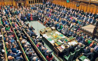 Σε μια προηγμένη δημοκρατία, όπως η Βρετανία, σεξουαλικά αδικήματα μεμονωμένων πολιτικών δεν υπεισέρχονται στην κομματική διαμάχη.