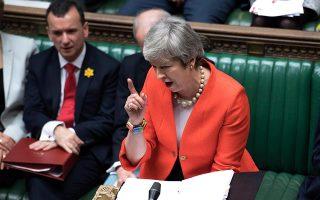 Η πρωθυπουργός Τερέζα Μέι, η οποία κάποτε έλεγε ότι «η μη συμφωνία είναι καλύτερη από μια κακή συμφωνία», δίνει πλέον τη δυνατότητα στο Κοινοβούλιο να εμποδίσει μια τέτοια προοπτική. A.P. / JESSICA TAYLOR