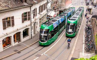 Τραμ και ποδήλατα διασταυρώνονται συνεχώς, συνθέτοντας το κάδρο της καθημερινής ζωής στη Βασιλεία. (Φωτογραφία: Udo Bernhart/picture-alliance/dpa/AP Images)