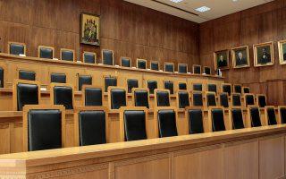 Η Αιθουσα του Ειδικού Δικαστηρίου οπου διεξάγεται η  δίκη του πρώην υπουργού Οικονομικών Γιώργου Παπακωνσταντίνου, Τετάρτη 25 Φεβρουαρίου 2015. Ξεκίνησε στο Ειδικό Δικαστήριο η δίκη του πρώην υπουργού Οικονομικών Γιώργου Παπακωνσταντίνου για τους χειρισμούς του στην υπόθεση της λίστας Λαγκάρντ. Ο πρώην υπουργός Οικονομικών αντιμετωπίζει το κακουργηματικού χαρακτήρα αδίκημα της νόθευσης δημοσίου εγγράφου, με τις επιβαρυντικές διατάξεις του νόμου 1608/1950 για τους καταχραστές του Δημοσίου και το επίσης κακουργηματικού χαρακτήρα αδίκημα (λόγω των επιβαρυντικών διατάξεων του Ν. 1608/1950) της απόπειρας απιστίας. τα οποία αρνείται. ΑΠΕ-ΜΠΕ/ΑΠΕ-ΜΠΕ/Παντελής Σαίτας