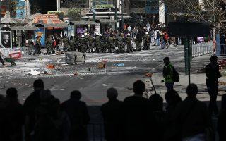 pedio-machis-to-syntagma-gia-ta-gyrismata-tis-tainias-born-to-be-murdered-fotografies0