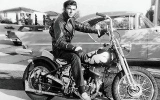 Στον πρωτοπόρο της κιθάρας σερφ Ντικ Ντέιλ, που πέθανε πριν από λίγες ημέρες σε ηλικία 81 ετών, απέδωσαν αρκετά ξένα δημοσιεύματα τη «Μισιρλού».