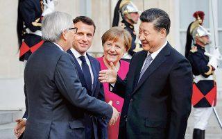 Την ανάγκη διεθνούς και εποικοδομητικής συνεργασίας για την αντιμετώπιση των προκλήσεων στα πεδία της οικονομίας, της ασφάλειας και της κλιματικής αλλαγής υπογράμμισαν οι ηγέτες της Ε.Ε. και της Κίνας, στον αντίποδα των πολιτικών προστατευτισμού της κυβέρνησης Τραμπ. Ο Κινέζος ηγέτης Σι Τζινπίνγκ επισκέφθηκε χθες το Παρίσι και συναντήθηκε με τους Ζαν-Κλοντ Γιούνκερ, Εμανουέλ Μακρόν και Αγκελα Μέρκελ.