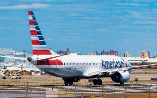 Στο έδαφος μέχρι νεωτέρας. Ο παγκόσμιος στόλος αεροσκαφών Boeing 737 Max είναι πλέον καθηλωμένος, μετά την απόφαση του Αμερικανού προέδρου. «Ελπίζουμε ότι (η Boeing) θα έχει σύντομα μια απάντηση, αλλά μέχρι τότε τα αεροσκάφη θα μείνουν στο έδαφος», είπε ο Ντόναλντ Τραμπ. Οι ΗΠΑ ήταν η τελευταία μεγάλη χώρα που συνέχιζε να επιτρέπει τις πτήσεις αεροσκαφών τέτοιου τύπου, παρά τα δύο δυστυχήματα.
