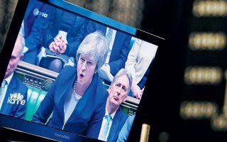 Αναφορικά με το Brexit, η αβεβαιότητα παρατείνεται μετά την απόρριψη και των οκτώ εναλλακτικών προτάσεων για το σχέδιο εξόδου της χώρας που είχαν τεθεί σε ενδεικτική ψηφοφορία στη Βουλή των Κοινοτήτων στις 27 Μαρτίου.