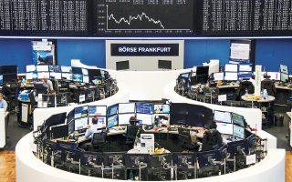 Στη Φρανκφούρτη, ο δείκτης Dax υποχώρησε κατά 0,17% και ο ιταλικός FTSE Mib σημείωσε οριακές απώλειες 0,03%.