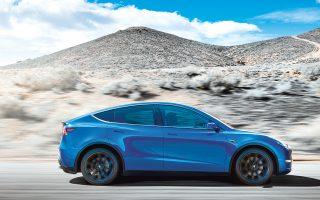 H Tesla παρουσίασε χθες το νέο ηλεκτρικό αυτοκίνητο ονόματι Model Y. Πρόκειται για αυτοκίνητο ελεύθερου χρόνου (SUV) βασισμένο στην πλατφόρμα του Model 3, ωστόσο η εκτίμηση ότι η κυκλοφορία του νέου μοντέλου θα γίνει το νωρίτερο στα τέλη του 2020 απογοήτευσε τους επενδυτές. Το SUV της Tesla θα κυκλοφορήσει αρχικά σε έκδοση με μακρά ακτίνα δράσης (482 χλμ.) και τιμή 47.000 δολ. Η στάνταρ έκδοση θα κυκλοφορήσει το 2021, θα έχει ακτίνα δράσης 370 χλμ. και τιμή 39.000 δολ.