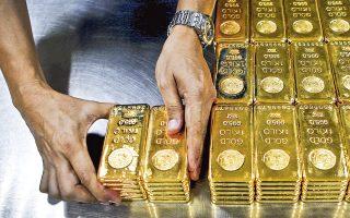 Στις 11 Μαρτίου η κεντρική τράπεζα της Βενεζουέλας είχε αποτύχει να επαναγοράσει από τη Citigroup ποσότητα χρυσού αξίας σχεδόν 1,1 δισ. δολαρίων, που είχε δώσει ως εγγύηση για συμφωνία χρηματοδότησης που είχε κάνει το 2015. Η διαφορά στην τιμή του χρυσού μεταξύ 2015 και σήμερα, 260 εκατ. δολ., θα κατατεθεί σε λογαριασμό στις ΗΠΑ που πλέον δεν ελέγχεται από το Καράκας.