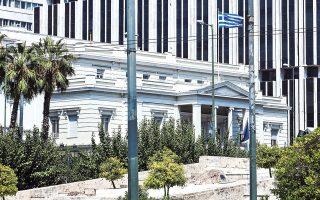 Στο υπουργείο Εξωτερικών κλήθηκε χθες ο πρέσβης της Τουρκίας στην Αθήνα Μπουράκ Οζουγκέργκιν, όπου και του επεδόθη διάβημα για την παρενόχληση του Σινούκ που μετέφερε τον πρωθυπουργό στο Αγαθονήσι.