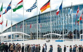 Στρατιωτικοί μπροστά από τα γραφεία του ΝΑΤΟ στις Βρυξέλλες. A.P. / LUDOVIC MARIN