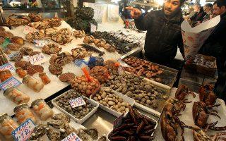 Αθηναίοι ψωνίζουν σαρακοστιανά στη κεντρική αγορά της Αθήνας, Παρασκευή 24 Φεβρουαρίου 2012.  ΑΠΕ-ΜΠΕ/ΑΠΕ-ΜΠΕ/ΟΡΕΣΤΗΣ ΠΑΝΑΓΙΩΤΟΥ