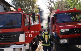 Πυροσβέστες προσπαθούν για την κατάσβεση της πυρκαγιάς που κατακαίει το κτήριο του Πανεπιστημίου στο Ηράκλειο Κρήτης η οποία εκδηλώθηκε στις 8:50Μ, την Κυριακή 23 Σεπτεμβρίου 2018. Υπήρξε άμεση κινητοποίηση ισχυρών δυνάμεων της Πυροσβεστικής ενώ οι πυκνοί καπνοί έχουν κάνει αποπνικτική την ατμόσφαιρα στη γύρω περιοχή που είναι κατοικημένη. Το κτήριο, στο οποίο έχει εκδηλωθεί η φωτιά, βρίσκεται στη λεωφόρο Κνωσού κοντά στο Βενιζέλειο νοσοκομείο. Στο βρίσκονται, σύμφωνα με την πυροσβεστική 42 πυροσβέστες με 21 οχήματα, 40 άτομα πεζοπόρο ενώ ρίψεις έκαναν και δύο ελικόπτερα. ΑΠΕ-ΜΠΕ/ΑΠΕ-ΜΠΕ/Νίκος Χαλκιαδάκης