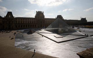 gallos-street-artist-apokalypse-tin-ayli-toy-napoleonta-stin-pyramida-toy-loyvroy-fotografies0
