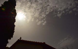 Αφρικάνικη σκόνη, στην πόλη του Ναυπλίου, Πέμπτη 14 Απριλίου 2016. Ηλιοφάνεια επικράτησε σε ολόκληρη την Αργολίδα με άνοδο της θερμοκρασίας. Οι νοτιάδες που έπνεαν μετέφεραν σκόνη από την Αφρική. ΑΠΕ-ΜΠΕ/ΑΠΕ-ΜΠΕ/ΜΠΟΥΓΙΩΤΗΣ ΕΥΑΓΓΕΛΟΣ