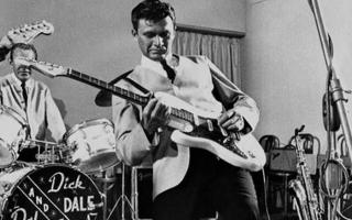 Ο θρυλικός κιθαρίστας υπήρξε ο «πατριάρχης» του οργανικού (instrumental) σερφ ήχου, ενός από τα σήματα κατατεθέν της Δυτικής Ακτής των ΗΠΑ στις αρχές της δεκαετίας του '60.