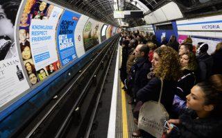londino-synagermos-gia-fotia-ston-stathmo-toy-metro-st-pancras0