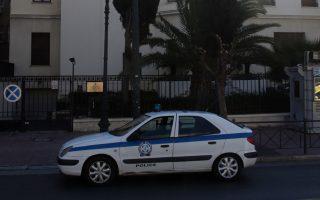 Περιπολικό της Αστυνομίας έξω από το κτήριο της πρεσβείας της Σερβίας στην Αθήνα, Σάββατο 24 Νοεμβρίου 2018. Μεθυσμένος νεαρός Σέρβος πήδηξε την περίφραξη του κτιρίου της πρεσβείας της Σερβίας στην Αθήνα και περιφερότανε στην αυλή της για δύο ώρες κρατώντας μαχαίρι. ΑΠΕ - ΜΠΕ/ΑΠΕ - ΜΠΕ/Αλέξανδρος Μπελτές