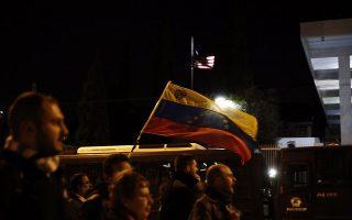 Μέλη της Λαϊκής Ενότητας (ΛΑΕ), των αριστερών συλλογικοτήτων και της ΑΝΤΑΡΣΥΑ φωνάζουν συνθήματα σε συγκέντρωση κατά της επέμβασης από ΗΠΑ και ΕΕ στην Βενεζουέλα, όπου πραγματοποιήθηκε στα Προπύλαια και κατόπιν πορεία στην Βουλή, στα γραφεία Ευρωπαϊκής Ένωσης και τέλος στην πρεσβεία των ΗΠΑ, Πέμπτη 31 Ιανουαρίου 2019. ΑΠΕ ΜΠΕ/ΑΠΕ ΜΠΕ/ΑΛΕΞΑΝΔΟΣ ΒΛΑΧΟΣ