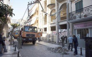 Ζημιές έχει υποστεί τo ηλεκτρικό δυκτιο της Ζακύνθου από τον σεισμό  , Παρασκευή 26 Οκτωβρίου 2018. Σεισμική δόνηση 6,4 βαθμών της κλίμακας Ρίχτερ, σύμφωνα με το Γεωδυναμικό Ινστιτούτο του Αστεροσκοπείου Αθηνών, σημειώθηκε στη 01:54 τη νύχτα της Πέμπτης προς Παρασκευή στη θαλάσσια περιοχή ανοικτά της Ζακύνθου, στο Ιόνιο Πέλαγος, προκαλώντας πάντως, σύμφωνα με τις μέχρι τώρα πληροφορίες μόνο υλικές ζημιές .Η σεισμική δόνηση είχε επίκεντρο θαλάσσια περιοχή 44 χιλιόμετρα νότια-νοτιοδυτικά της Ζακύνθου, διευκρίνισε το Γεωδυναμικό Ινστιτούτο. ΑΠΕ-ΜΠΕ/ΑΠΕ-ΜΠΕ/Διονύσης Παπαντώνης