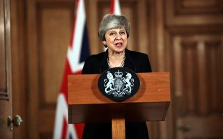 Η Βρετανίδα πρωθυπουργός Τ. Μέι αναζητεί «συνενόχους» στο Brexit.