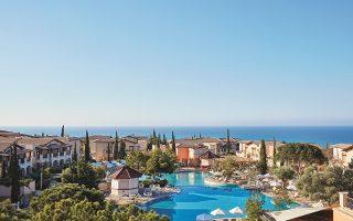 Σύμφωνα με πληροφορίες, πωλητές του 60% του Aphrodite Hills Resort και του Aphrodite Springs, στην Πάφο της Κύπρου, ήταν το αμερικανικό επενδυτικό fund York Capital και ο όμιλος Λανίτη.
