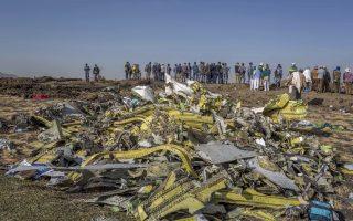 Συντρίμμια του αεροσκάφους των Αιθιοπικών Αερογραμμών που έπεσε λίγα λεπτά μετά την απογείωσή του. Το προκαταρκτικό πόρισμα για τα αίτια του δυστυχήματος δεν αποδίδει ευθύνες στο πλήρωμα.