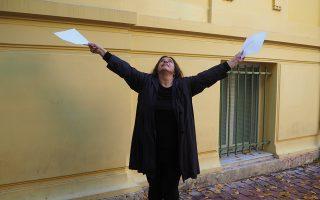 Η Ιωάννα Γκαβάκου ερμηνεύει τον πρωταγωνιστικό ρόλο της Ανα, στο έργο της Κατρίν Μπεναμού.