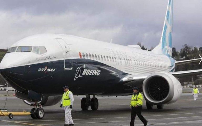 H Boeing μειώνει την παραγωγή των αεροσκαφών 737 MAX μετά τα πρόσφατα πολύνεκρα δυστυχήματα