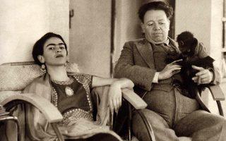 Η Φρίντα Κάλο, ο Ντιέγκο Ριβέρα και ο πίθηκός τους στο Μεξικό, όπως τους απαθανάτισε ο Νίκολας Μέρι.