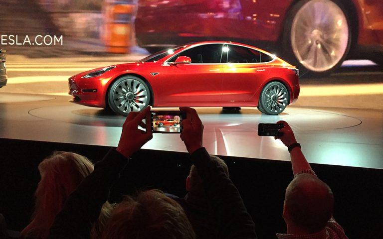 Η Tesla πουλάει δικαιώματα εκπομπής ρύπων στη Fiat