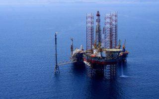 Πρόκειται για δύο θαλάσσιες περιοχές του Ιονίου, η μία εκ των οποίων παραχωρείται σε κοινοπραξία των ΕΛΠΕ και της ισπανικής Repsol και η άλλη στα ΕΛΠΕ.