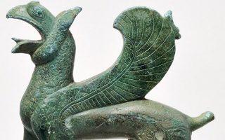 Ο γρύπας  από το Αρχαιολογικό Μουσείο Ιωαννίνων είναι ένα από τα εκθέματα της έκθεσης στο Ρήγιο της Καλαβρίας.