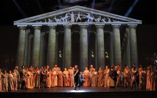 Ετος Τουρκίας με μπόλικη βοήθεια από την Ελλάδα. Παρουσία του Πούτιν αλλά και του Ερντογάν που βρίσκεται σε επίσημη επίσκεψη στην Μόσχα ξεκίνησε το «Ετος Τουρκίας» με την όπερα «Τροία» στο φημισμένο θέατρο Μπολσόι.  Σύμφωνα με τον συνθέτη Bujor Hoinic, το έργο δημιουργήθηκε  μόλις σε 3,5 μήνες και για το λιμπρέτο πήραν μόνο κάποια στοιχεία από την Ιλιάδα του Ομήρου, για να δημιουργήσουν ένα έργο σε δυο πράξεις και οκτώ σκηνές.  300 καλλιτέχνες συμμετείχαν στην παράσταση της Κρατικής Οπερας (DOB) στο έργο που μοιράζεται εξίσου σε όπερα και μπαλέτο. Στην φωτογραφία από την παράσταση όπου στο βάθος διακρίνεται ως σκηνικό ο Παρθενώνας. EPA/YURI KOCHETKOV