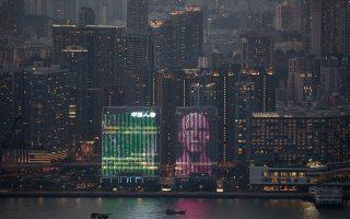 Τοπία. Θα μπορούσε να ανήκει στο μέλλον, σε ένα δυστοπικό αύριο. Και όμως η εικόνα ανήκει στο σημερινό Χονγκ Κονγκ. EPA/JEROME FAVRE
