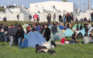 Η αντίστοιχη κινητοποίηση στην Ελλάδα, την προηγούμενη εβδομάδα, εκδηλώθηκε με τη συγκέντρωση αιτούντων άσυλο στα Διαβατά.