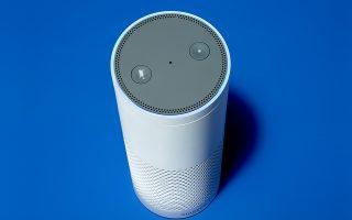 «Εξυπνο» μεγάφωνο Echo της Αmazon, που σας συνδέει με τις υπηρεσίες της ψηφιακής βοηθού Alexa. Tις ηχογραφήσεις, ωστόσο, ακούν και υπάλληλοι της εταιρείας.