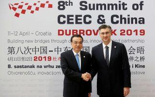Ο Κροάτης πρωθυπουργός Αντρέι Πλένκοβιτς και ο Κινέζος ομόλογός του Λι Κετσιάνγκ στο Ντουμπρόβνικ.