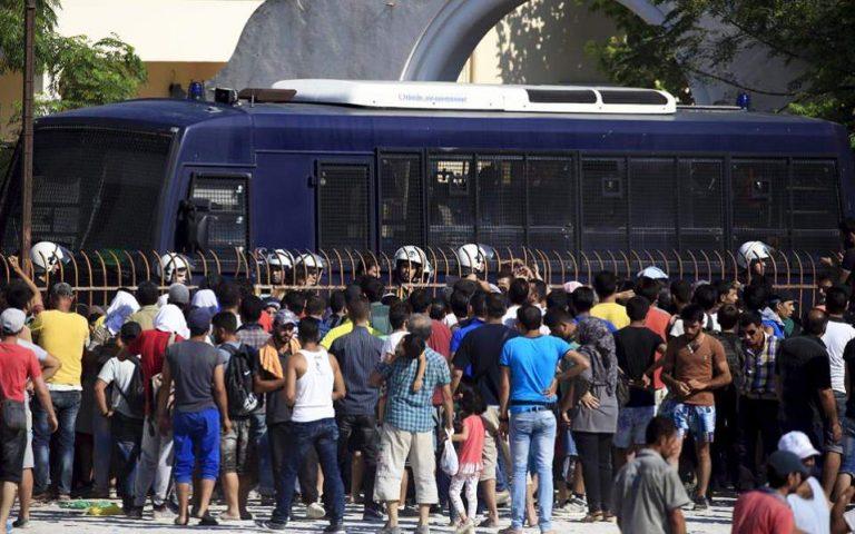 Προσφυγικό: Τα μαθήματα ελληνικών χάθηκαν στη μετάφραση